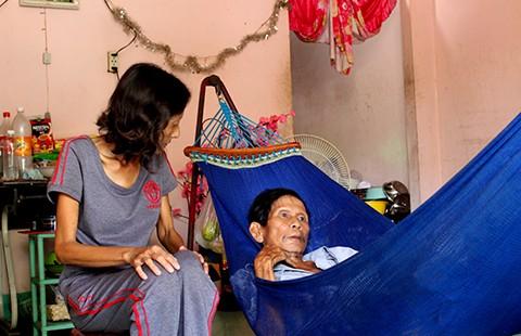 Cái nghèo đi cùng bệnh tật, tuổi già