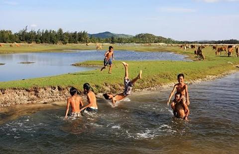 Quảng Ngãi: Không để học sinh tự ý tắm sông