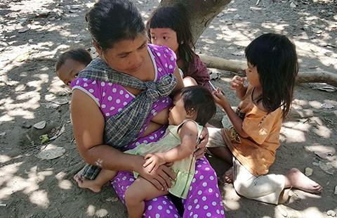 Bảy đứa trẻ 'người rừng' vướng lời nguyền của mẹ