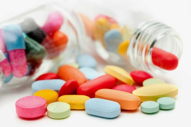 Cảnh cáo một bác sĩ gợi ý người nhà bệnh nhân mua thuốc