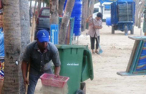 Rây cát làm sạch biển
