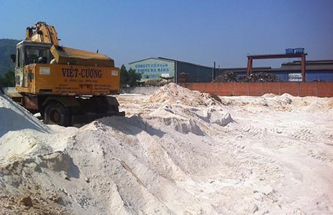 Nghi án công ty nước ngoài thuê kho để trộm cát trắng
