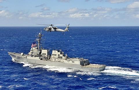 Tàu Mỹ tuần tra gần đá Chữ Thập