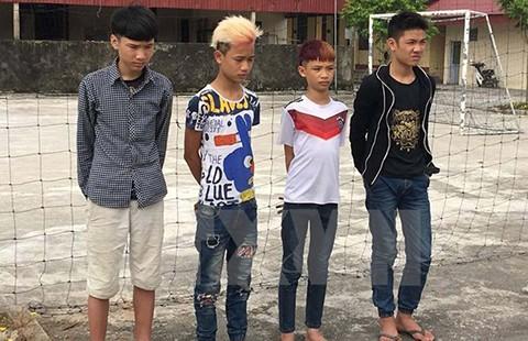 Phạt bốn học sinh ném đá vào ô tô trên cao tốc