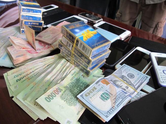 Đánh bạc dưới 5 triệu, ba bị cáo được miễn tội