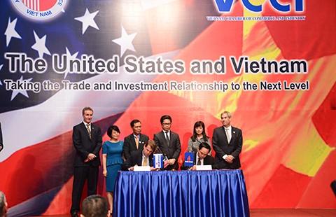 Cú hích cho hàng Việt từ chuyến thăm của Tổng thống Obama