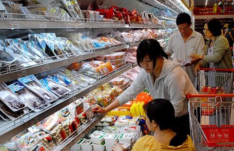 Muốn đưa hàng vô siêu thị phải... lót tay?