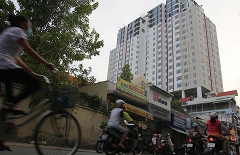 Vận động cư dân ra khỏi chung cư Bảy Hiền Tower