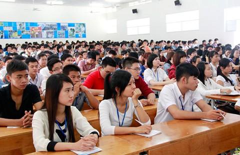 Kiến thức sinh viên cách xa thực tiễn