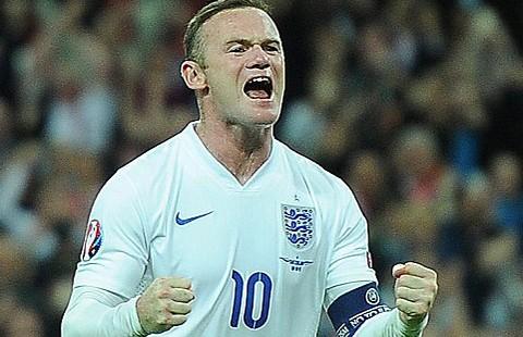 Rooney 'tái sinh' ở vai trò tiền vệ