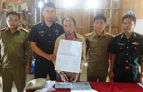 Phối hợp bắt nghi phạm người Lào mang heroin vào Việt Nam