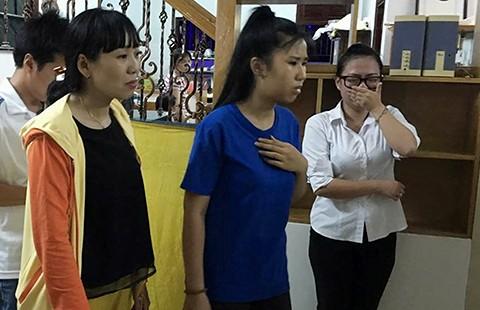 Học sinh òa khóc trước di ảnh các cô giáo