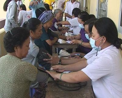 Người nghèo chưa có BHYT được hỗ trợ 50% chi phí mổ tim, lọc thận