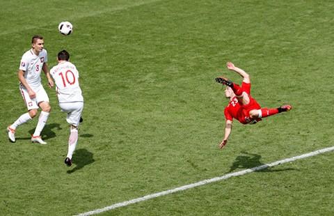 Hàng hiếm Shaqiri giữa cơn bão bóng đá thực dụng