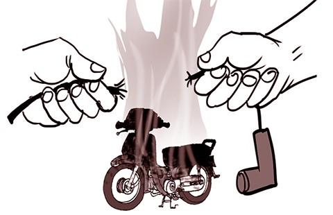 Giật dây bugi xe máy trên vũng xăng