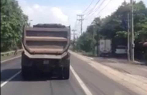 Ức chế vì 'xe rùa' trên quốc lộ 20