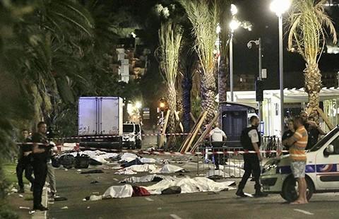 Tấn công bằng xe tải ở Nice