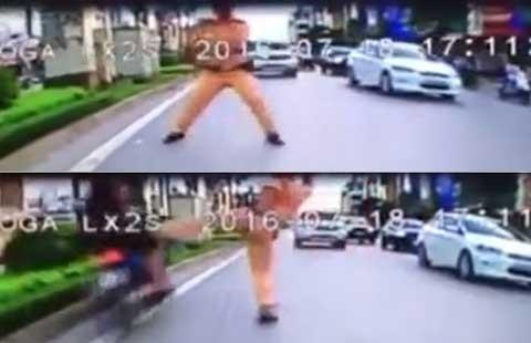 'Công an chặn người chạy xe ngược chiều là đúng'