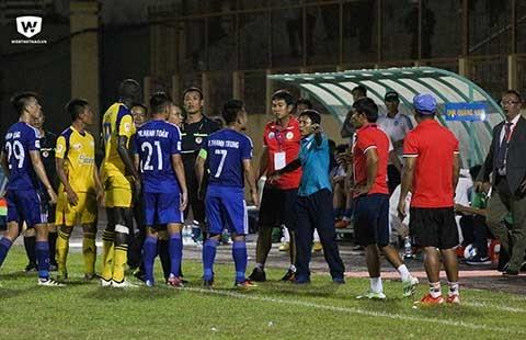 Vòng 18 Toyota V-League: Trọng tài từ chối bàn thắng hợp lệ