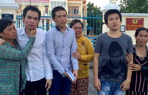 VKS Cái Nước đình chỉ cùng lúc ba thanh niên
