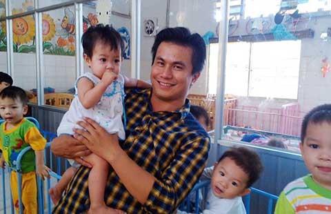 Từ cậu bé tự kỷ đến mong ước phụng sự