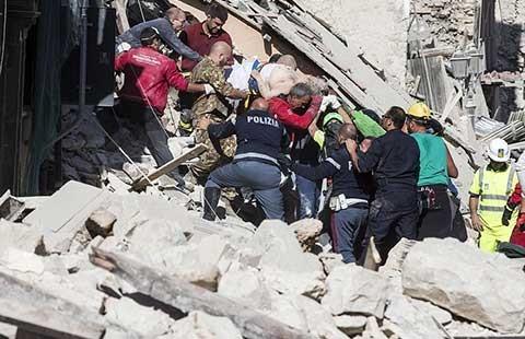 Hàng trăm người còn mất tích trong động đất ở Ý