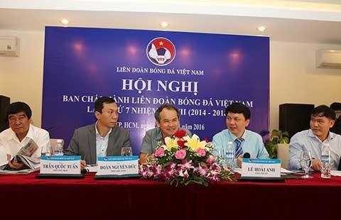 Hậu trường làng bóng Việt Nam: Nhiều người muốn thay các ông lắm đấy!
