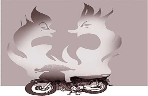 Vợ chồng thi nhau… đốt xe!