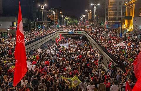 Brazil: Hàng chục ngàn người biểu tình ủng hộ bà Dilma Rousseff