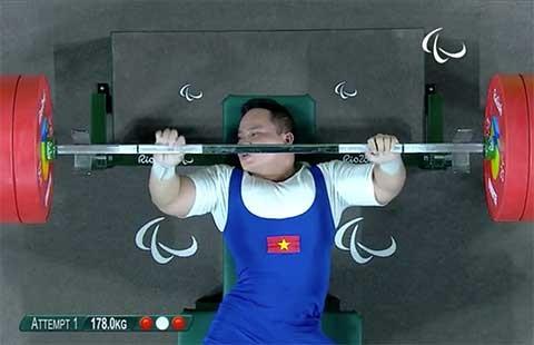Paralympic 2016: Nguyễn Bình An 3 lần nâng tạ không được trọng tài công nhận