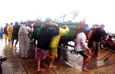 Đà Nẵng căng mình chống bão số 4