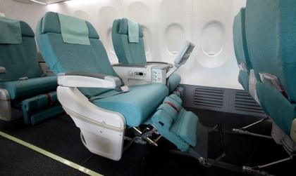 Phạt 4 triệu đồng khách Hàn Quốc tung chân đá ghế máy bay