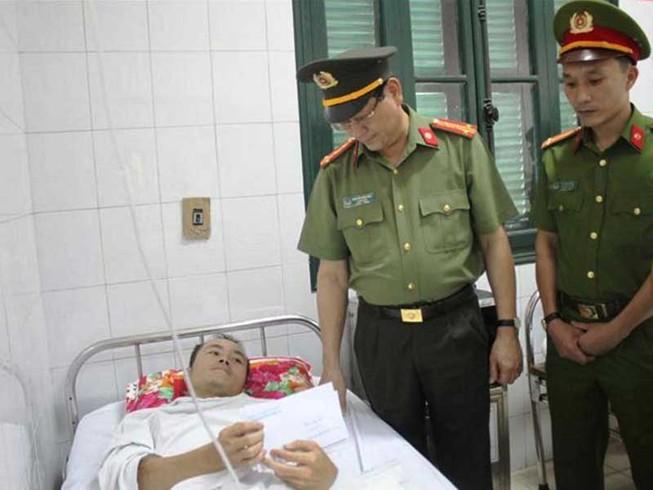 Truy bắt người Lào bắn trung úy công an Việt Nam