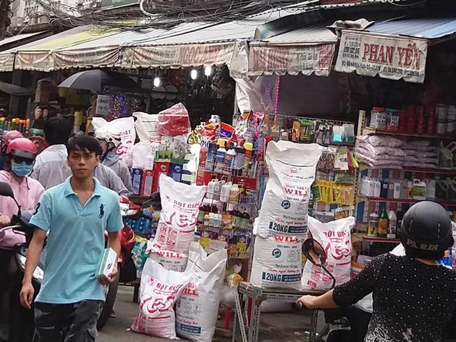 Vận động người bán hóa chất ở chợ Kim Biên chuyển nghề