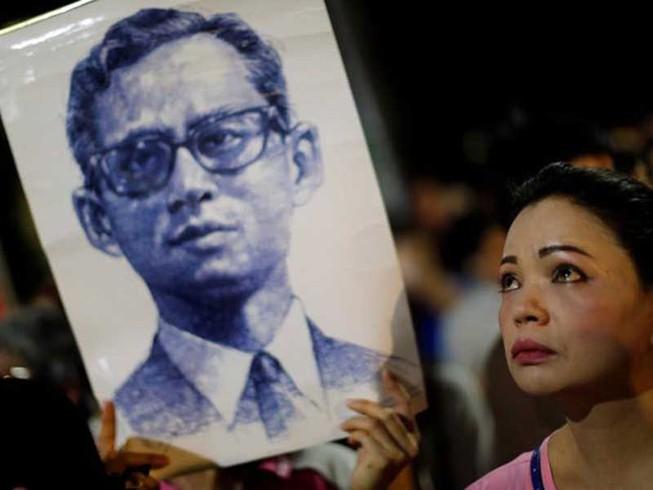 Quốc vương Bhumibol: Vị thánh sống của người Thái