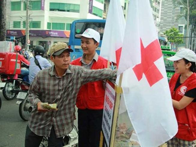 Người Sài Gòn quyên góp ủng hộ đồng bào miền Trung