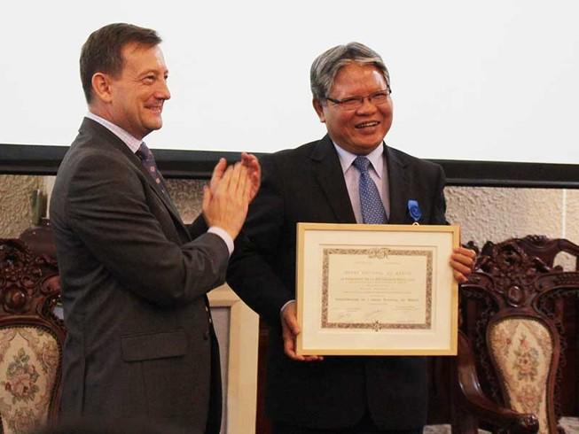 Ông Hà Hùng Cường nhận huân chương Quốc công của Pháp