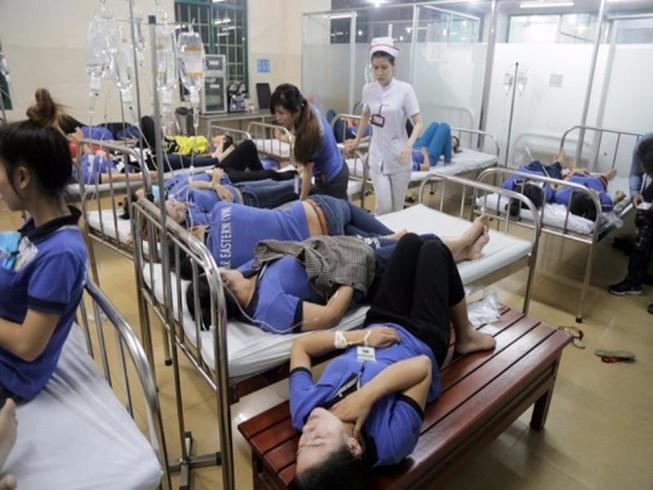 Hơn 300 công nhân cấp cứu chưa rõ nguyên nhân