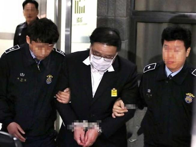 2 cựu cố vấn tổng thống Hàn Quốc chính thức bị bắt giam