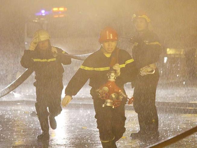 Cứu hỏa kể chuyện rạch lửa cứu bé 3 tuổi