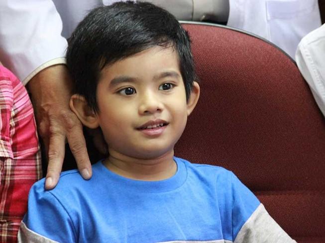 Bé trai 5 tuổi bị thủng tim đã khỏe mạnh xuất viện