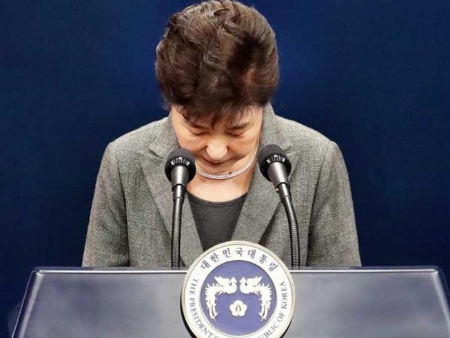 Các đảng đối lập không để bà Park từ chức dễ dàng