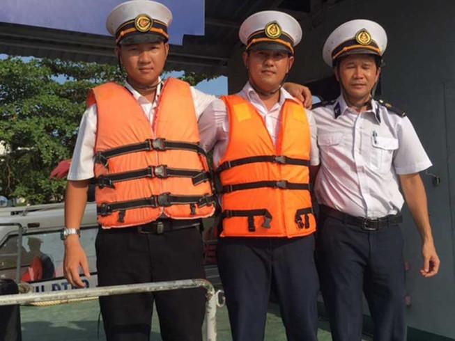 Nhân viên cảng vụ chuyên cứu người nhảy sông Sài Gòn