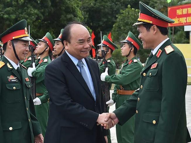 Thủ tướng thăm lữđoàn bảo vệ tuyến đảo Đông Bắc Tổ quốc