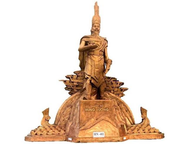 Trình mẫu phác thảo tượng đài Hùng Vương