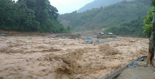 Bồi thường thiệt hại 4 tỉnh miền Trung trước tết