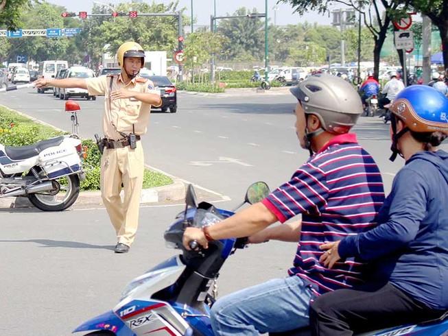 CSGT xử lý kẹt xe ở Tân Sơn Nhất