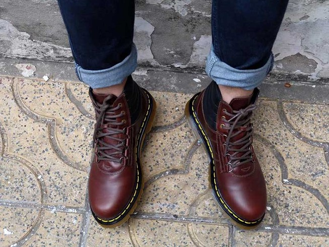 Mang giày chật coi chừng… đau lưng