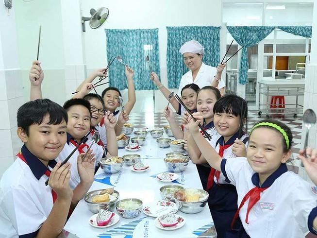 Phụ huynh hài lòng với bữa ăn học đường