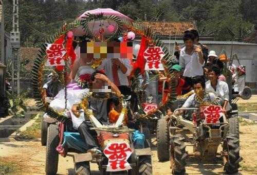 Rước dâu bằng xe máy cày có vi phạm luật?
